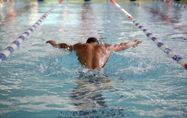Bono de piscina por 29 7 oferta con descuento 40 for Piscina 50 metros sevilla